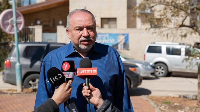 אביגדור ליברמן בבוקר שאחרי הבחירות (צילום: שלו שלום)