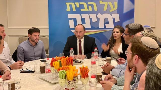 ישיבת הסיעה הראשונה של מפלגת ״ימינה״ שנערכת כעת במלון רמדה בירושלים ()