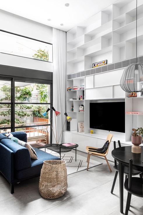 המעצבת ורד מאיו ינקוביץ נכנסה לתמונה בשלב הלבשת הדירה. ''מיכל טיפוס צבעוני, היא לא רצתה בית שחור-לבן. ולכן הלכנו על פריטים צבעוניים, אך מעודנים'' (צילום: איתי בנית)
