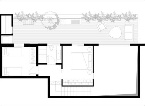 למעלה שני חדרי שינה וביניהם חדר רחצה נוסף (תוכנית: עיני שובל אדריכלים)