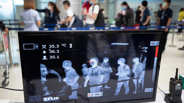 נגיף קורונה בדיקות נמל תעופה בנגקוק תאילנד (צילום: AP)