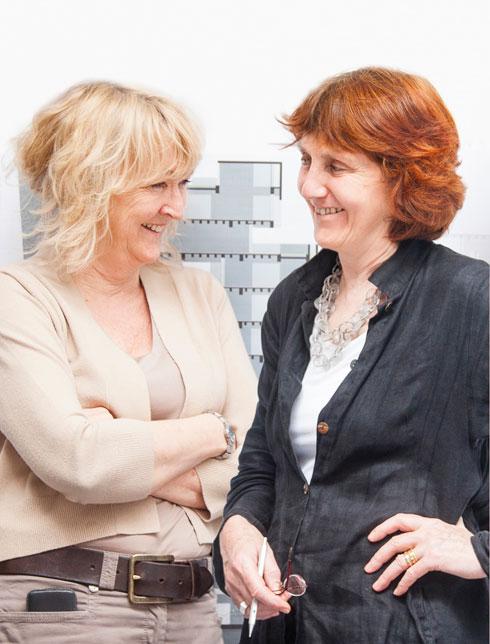 שלי מקנמארה (מימין) ואיבון פארל. מאמינות בהוראה ( photo courtesy of Alice Clancy)