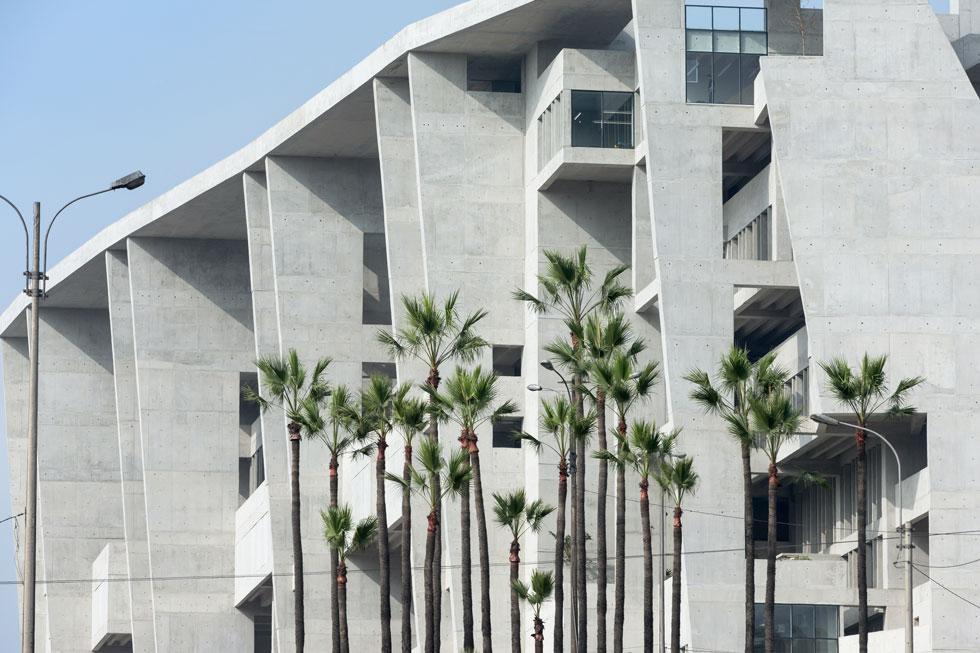 ברוטליזם בנוסח עכשווי. אוניברסיטת UTEC בלימה, בירת פרו, שבנוי כמו צוק וזכה בפרסים (Photo courtesy of Iwan Baan)