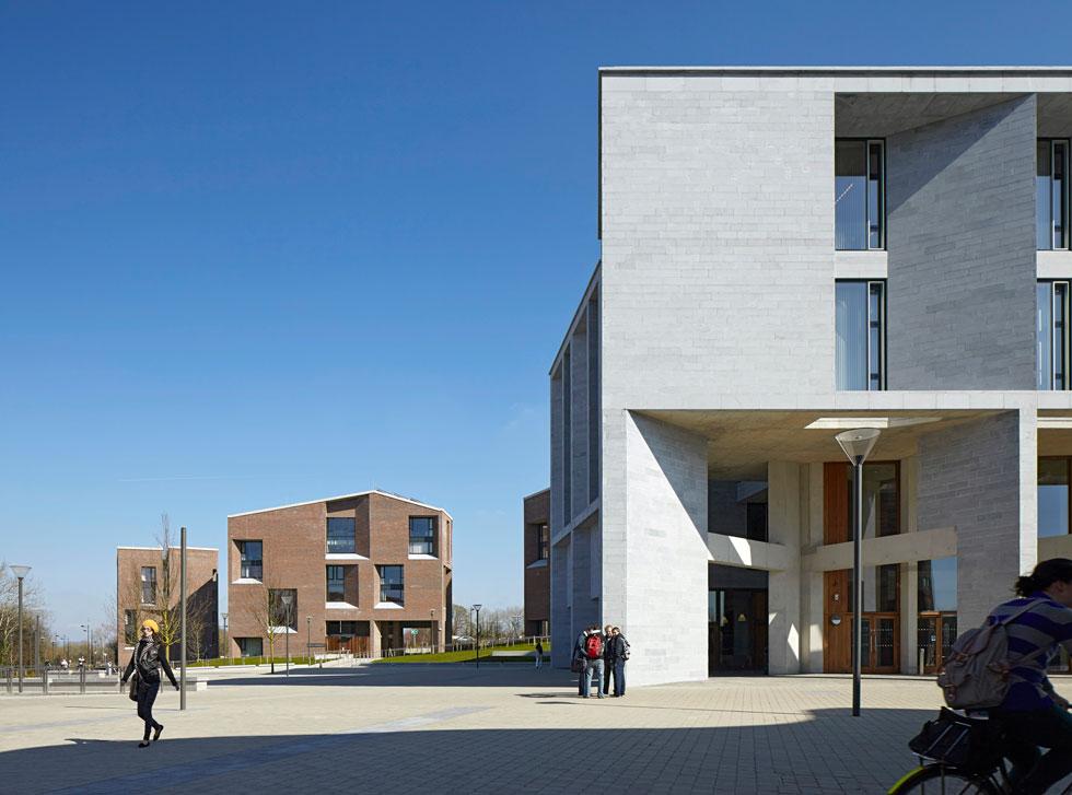 בית הספר לרפואה באוניברסיטת לימריק. פרס פריצקר, שהיה ביתם הקבוע של אדריכלי ראווה, הופך בשנים האחרונות את עורו ומדגיש אנושיות (Photo courtesy of Dennis Gilbert)