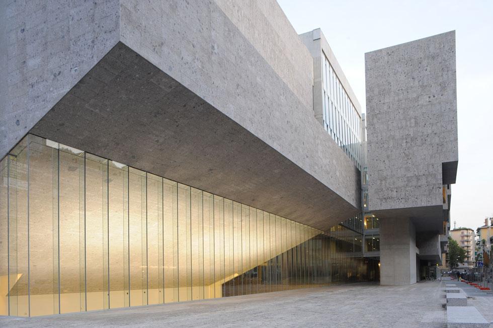 אוניברסיטת לואיג'י בוקוני במילאנו. השכילו להטמיע מבנה חדש בגריד עירוני ותיק ומסורתי (Photo courtesy of Federico Brunetti)