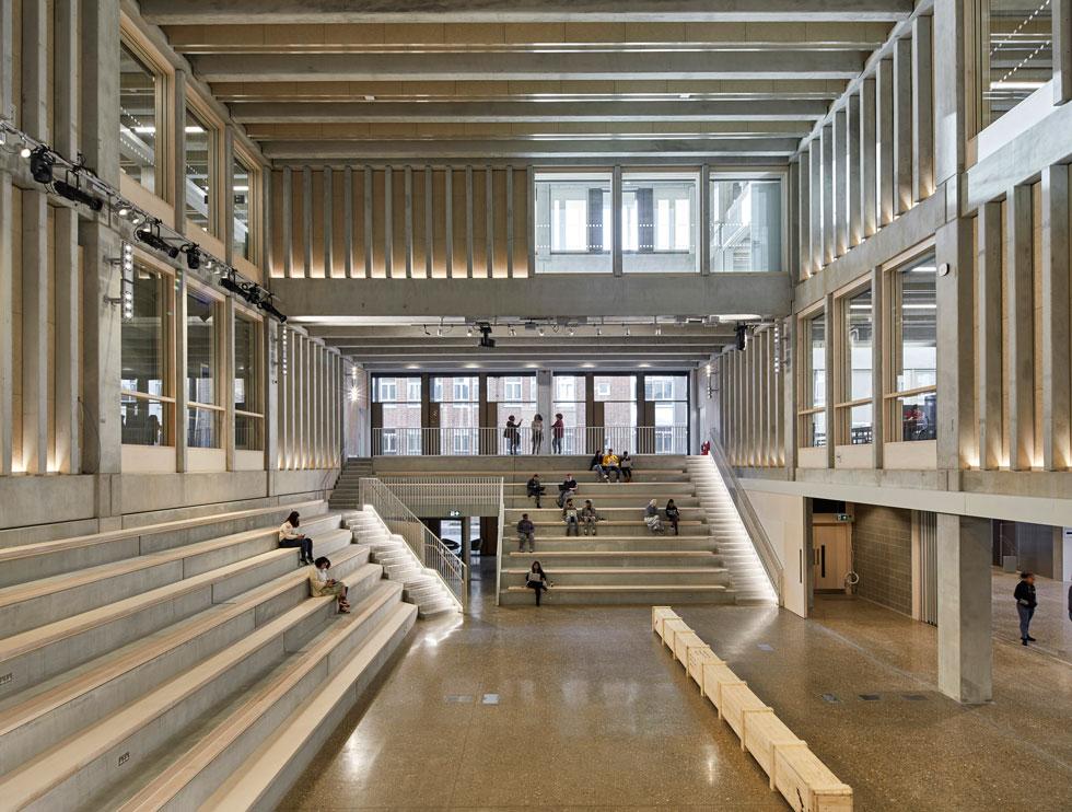 אוניברסיטת קינגסטון בלונדון, מבנה שנחנך אשתקד. התכנון מדגיש מפגשים, מבטים ושיתוף פעולה (Photo courtesy of Ed Reeves)