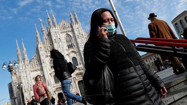 אישה עם מסכה מילאנו איטליה  (צילום: רויטרס)