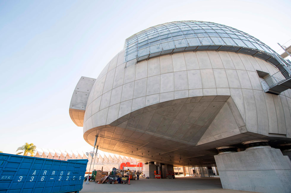 האלמנט הבולט במוזיאון החדש, שמתכנן משרדו של האדריכל האיטלקי רנצו פיאנו, היא תוספת בטון כדורית שבה אולם גדול (צילום: AFP)