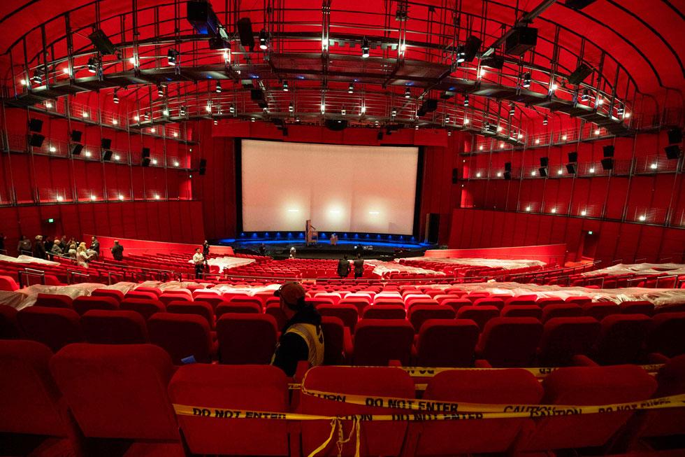 אולם בן אלף מקומות יארח אירועים והקרנות בכורה לסרטים חשובים, אך טקס פרסי האוסקר לא יעבור לכאן. הוא יישאר בתיאטרון דולבי, הגדול בהרבה (צילום: AFP)