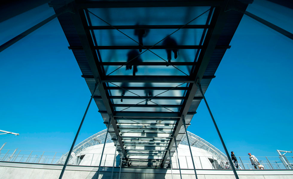 גשר מחבר בין הבניין הישן ל''תיאטרון גפן'' החדש, הקרוי גם הוא על שם תורם: דייוויד גפן, מבעלי בית ההפקות DreamWorks (צילום: AFP)