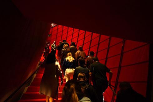 עולים אל האולם החדש  (צילום: Amy Sussman/Gettyimages)