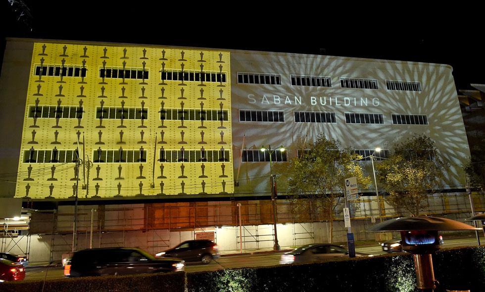 המוזיאון החדש יאכלס את אחד הבניינים הוותיקים והאהובים על תושבי לוס אנג'לס, כלבו May לשעבר. מאחר שאי אפשר היה לבנות בו תיאטרון עצום, הוחלט על התוספת הכדורית. חלק זה של המוזיאון ייקרא על שמו של חיים סבן, שתרם 50 מיליון דולרים (צילום: Gregg DeGuire/GettyimagesIL)