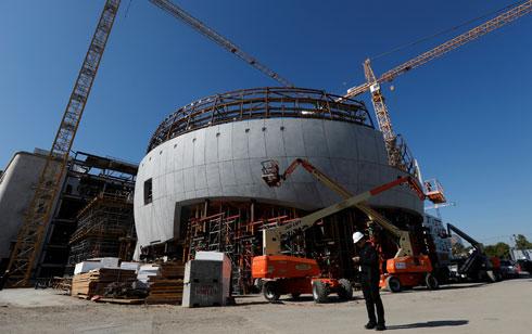 ''תיאטרון גפן'' בזמן הבנייה (צילום: Reuters)