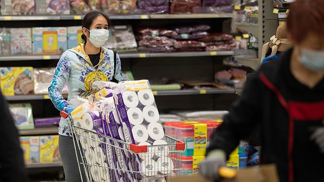 נגיף קורונה מחסור עולמי נייר טואלט מרכול הונג קונג (צילום: EPA)