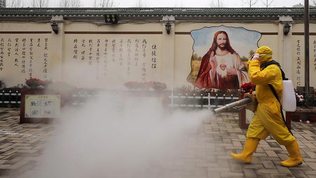 נגיף קורונה חיטוי ווהאן סין (צילום: EPA)