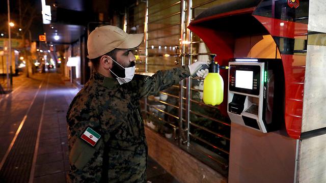 חיטוי באיראן (צילום: AP)