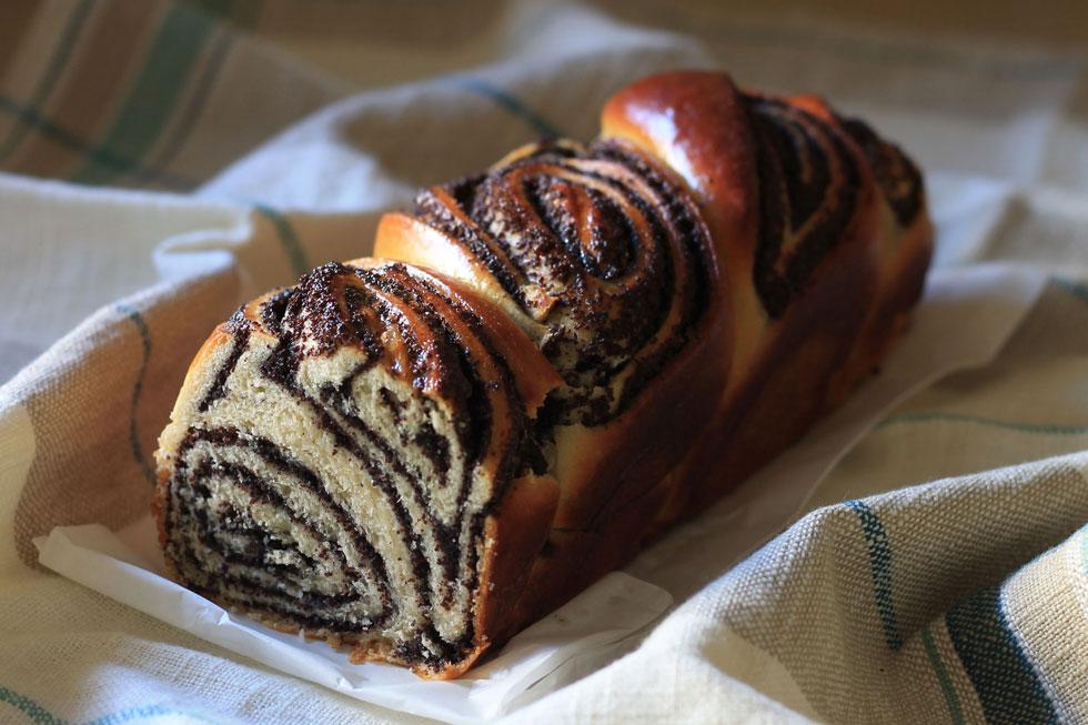 עוגת שמרים עם פרג (צילום: אורלי חרמש)