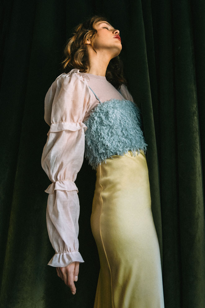חולצה ארוכה, זארה | גופייה בצבע תכלת, אוסף פרטי | שמלה צהובה, פטי פואה (צילום: עדי סגל)
