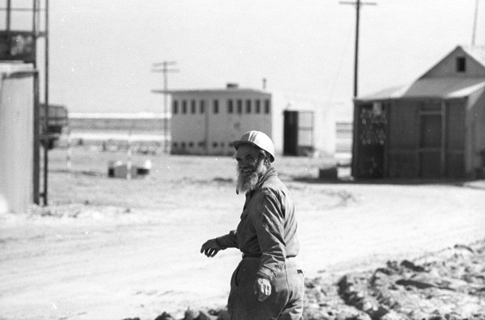 במחנה העובדים של מפעל האשלג, שהוקם בתקופת המנדט הבריטי, עבדו מאות בני אדם. חלקם התגוררו במחנה עם משפחותיהם (צילום: דוד רובינגר)