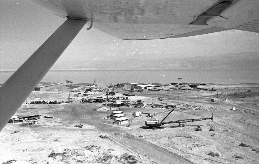 מבט ממעוף הציפור על המחנה הנידח, שבו חיה קהילה שלמה עד מלחמת העצמאות (צילום: דוד רובינגר)