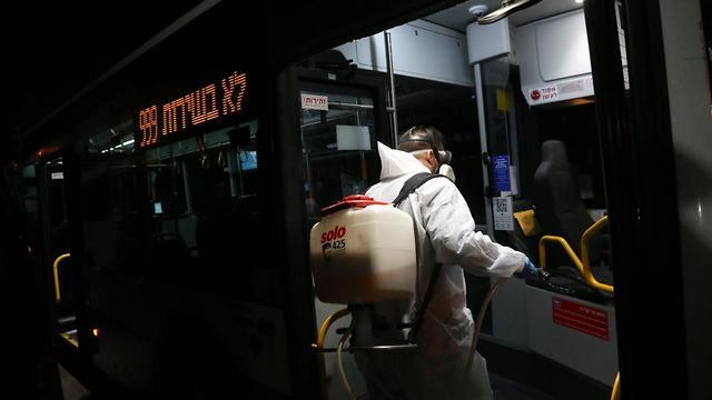 חיטוי אוטובוס של חברת