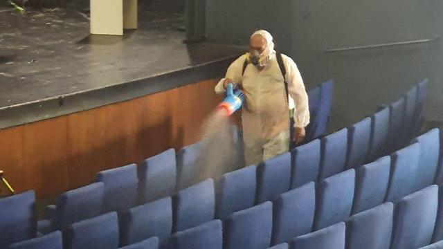 Дезинфекция театра в Кирьят-Хаиме. Фото: пресс-служба театра