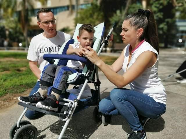 Богдан приехал в Израиль прикованным к креслу. Фото: семейный архив