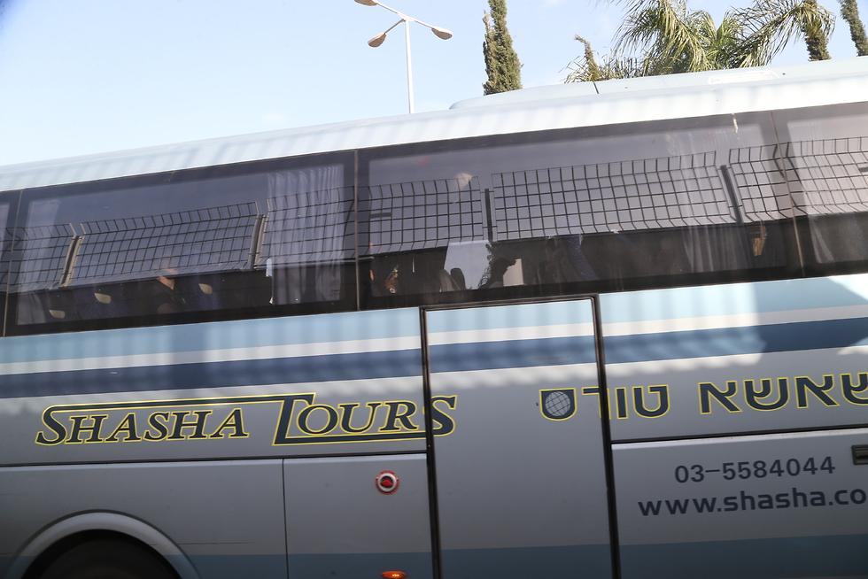 האוטובוס של באסקוניה יוצא מנתב