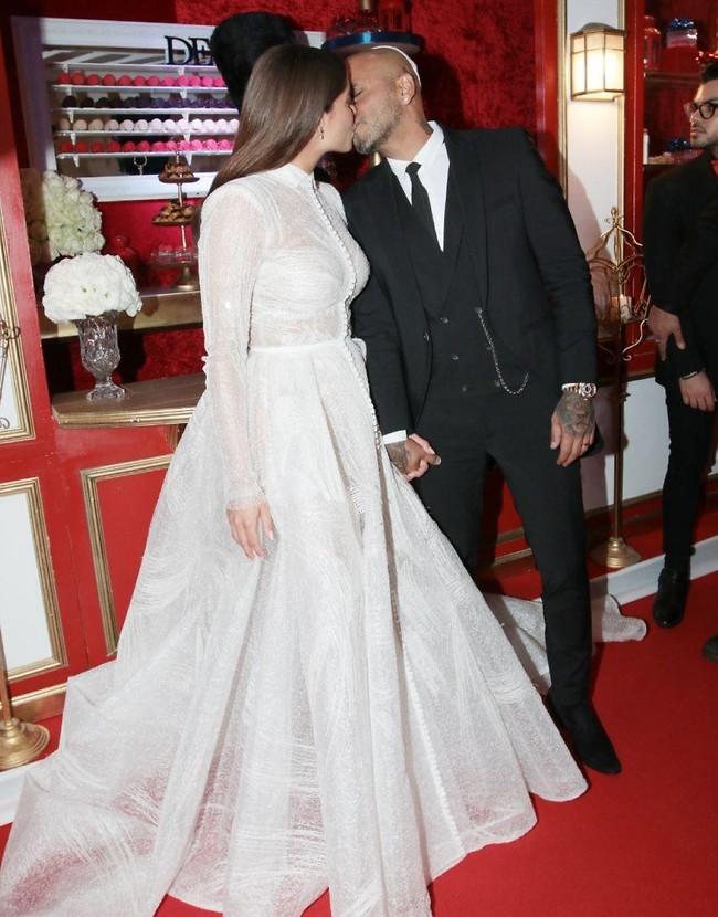 נשיקה של בעל ואישה (צילום: ענת מוסברג)