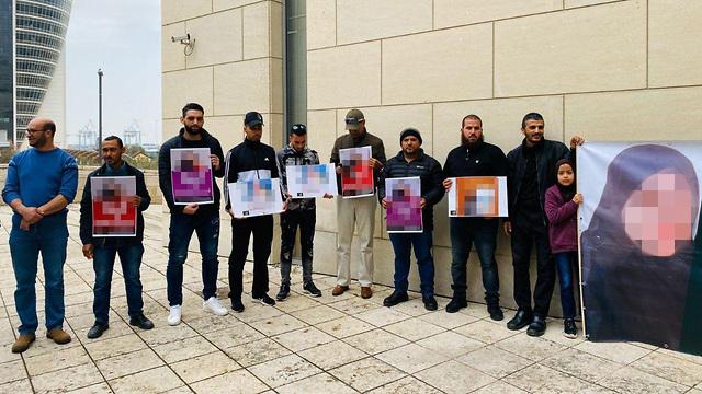 הפגנה מחוץ לבית משפט השלום בחיפה ()