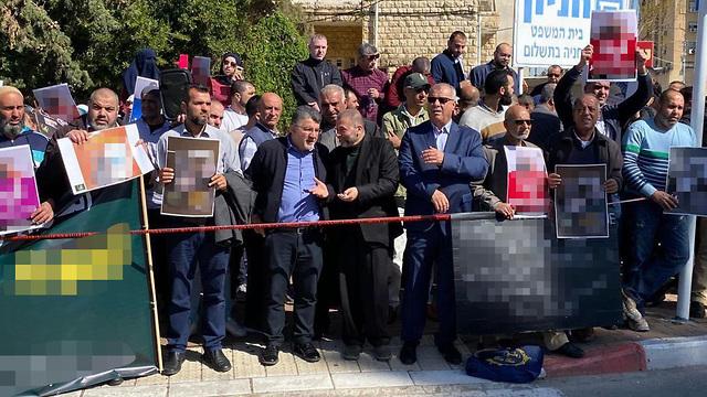 הפגנה מחוץ לבית משפט השלום בעכו ()