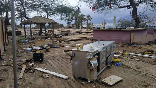 הנזקים באילת בעקבות מזג האוויר הסוער (צילום: סיוון סולוביאק)