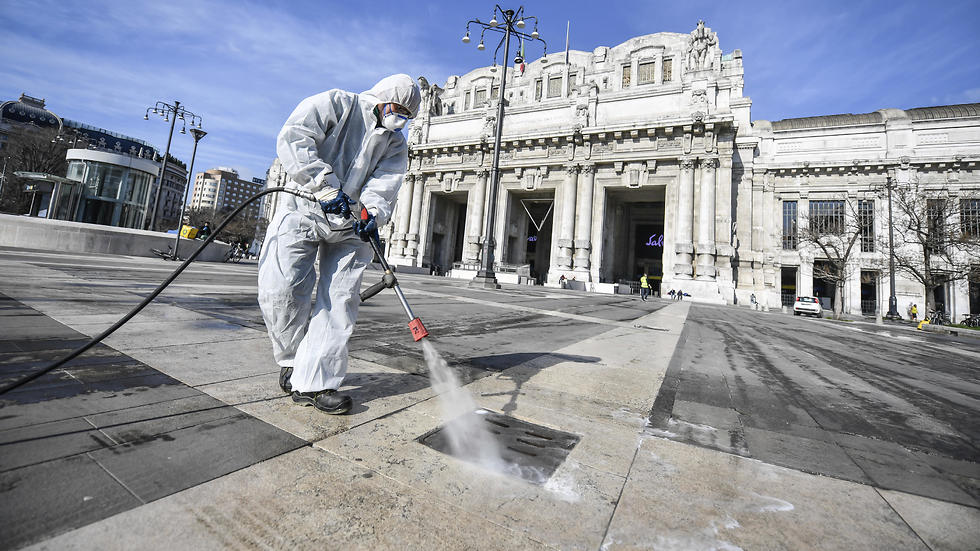 חיטוי נגד קורונה במילאנו (צילום: AP)