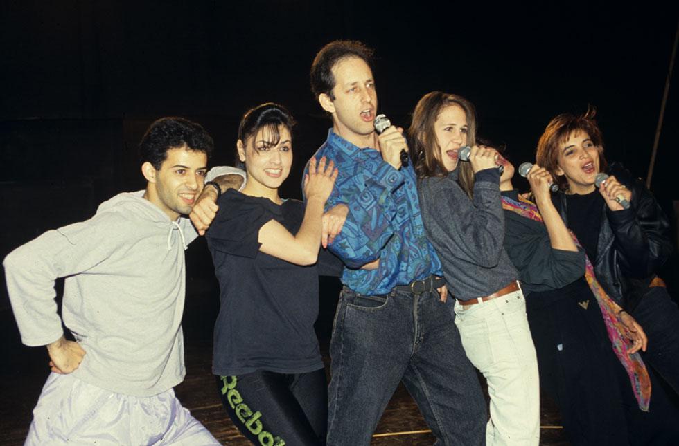 """בחזרות לקדם אירוויזיון 1993. למטה: מגלם את דמות החייל החדש ב""""שיר הסלנג"""" של להקת הנח""""ל (צילום: אביגיל עוזי)"""