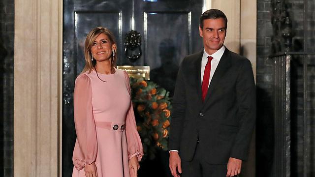 נגיף קורונה ספרד ראש הממשלה פדרו סנצ'ס ורעייתו (צילום: AP)