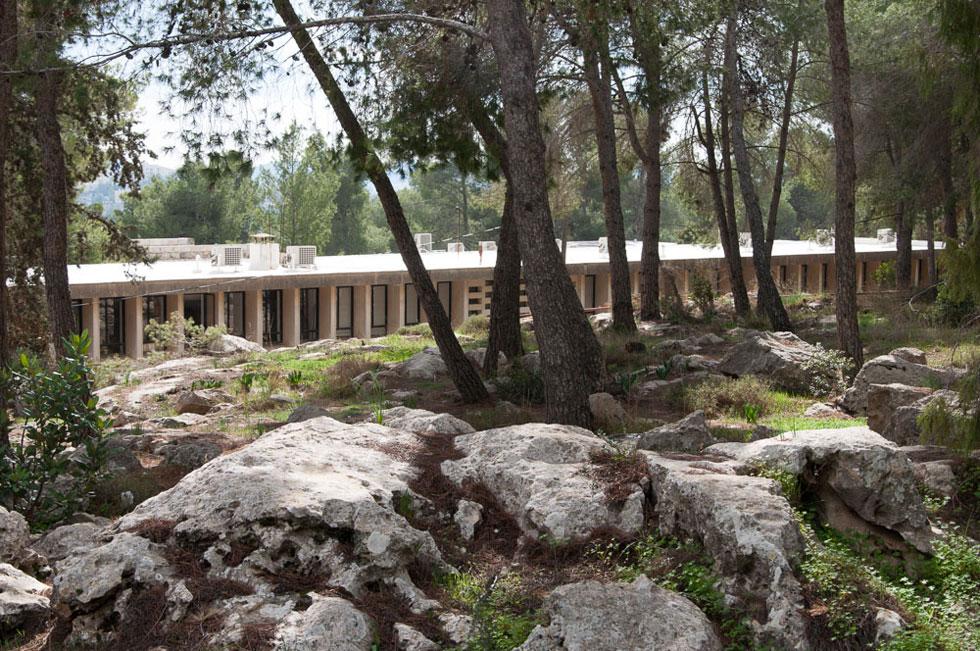 הבניין הקיים של האקדמיה ללשון העברית בגבעת רם, בתכנון אהרן קשטן ולאה אטיאס-גרינברג (צילום: דנה אריאלי)