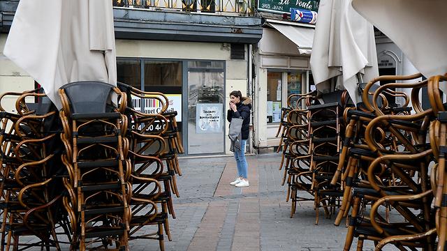 בתי עסק סגורים סגר ב ליל צרפת (צילום: AP)