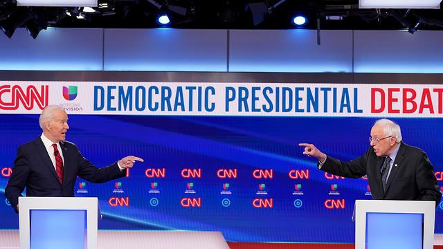 ברני סנדרס וג'ו ביידן בעימות (צילום: רויטרס)