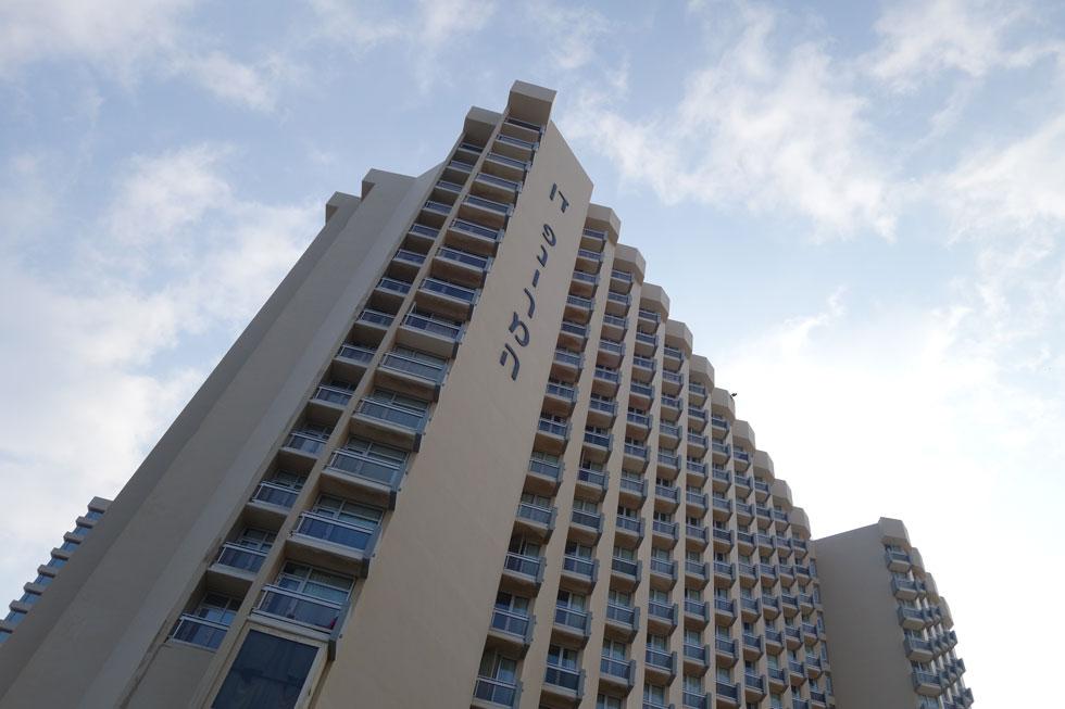 מלון דן פנורמה נחנך ב-1979, בתכנונו של האדריכל יעקב רכטר (צילום: מיכאל יעקובסון)