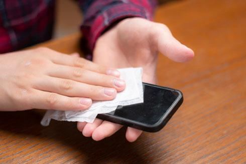 לשמור גם על ההגיינה של הסלולרי (צילום: Shutterstock)