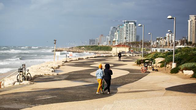 טיילת בתל אביב ריק (צילום: רויטרס)