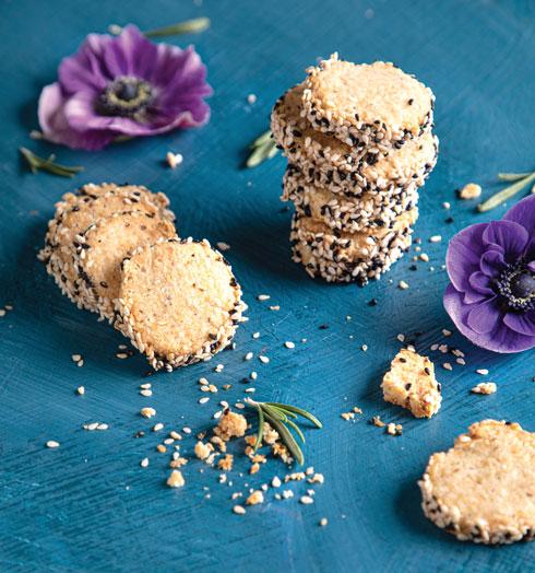 עוגיות פרמזן עדינות (צילום: שרית גופן, סגנון: עמית דונסקוי)