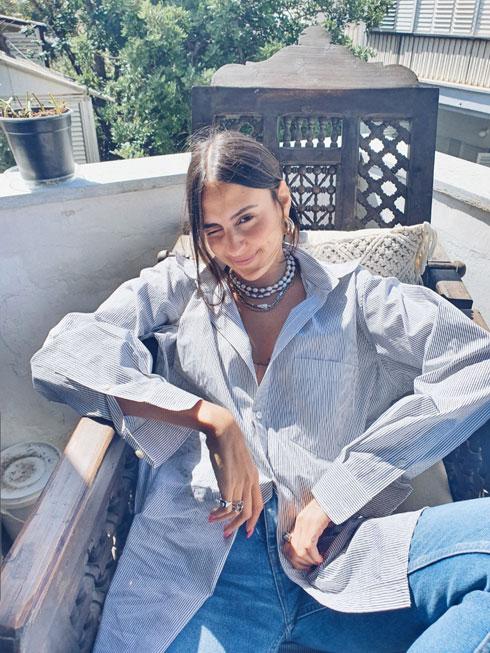 """""""החלטתי לשנות את אורח החיים שלי"""". בלילתי במרפסת ביתה (צילום: טל קרשי)"""