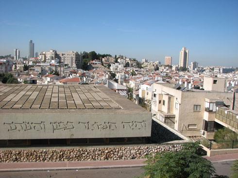 זה בניין נוסף של פוניבז' בבני ברק, אחד מני רבים (צילום: מיכאל יעקובסון)