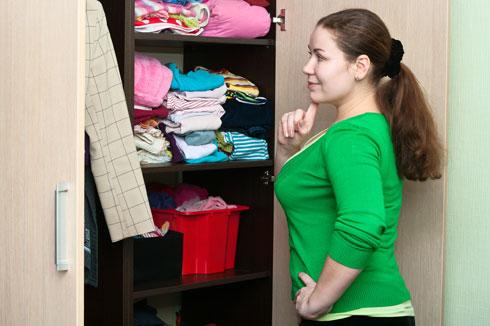 לנפות חפצים ובגדים שאין צורך בהם (צילום: Shutterstock)