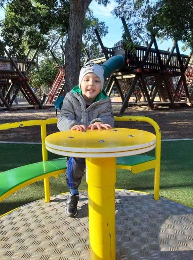 После лечения Богдан не упускает возможности погулять. Фото: семейный архив