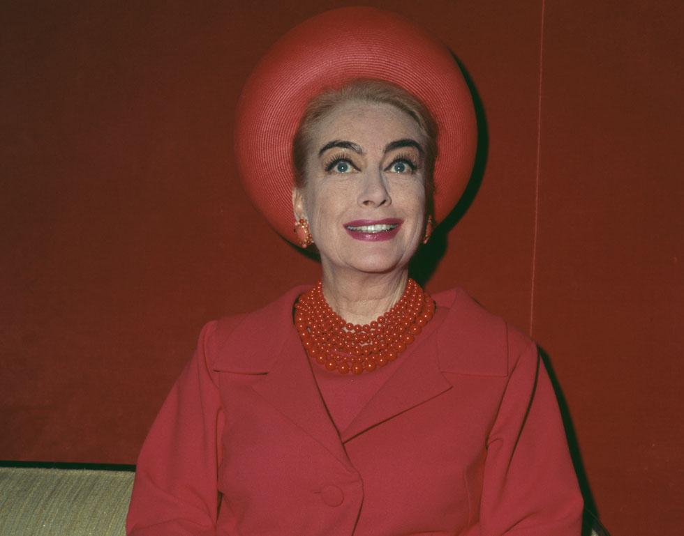 קרופורד, שטופחה על ידי האולפנים כאחת הכוכבות הזוהרות שלהם, האמינה כנראה בדימוי שיצרו עבורה והתקשתה בהמשך להסתגל לאובדן נעוריה ויופייה. 1966 (צילום: Fox Photos/GettyimagesIL)