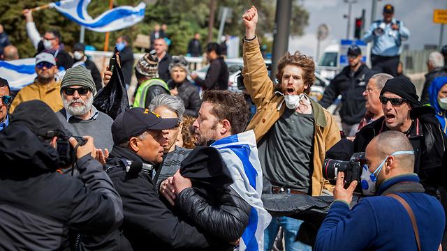 מחאה מול הכנסת  (צילום: AP)