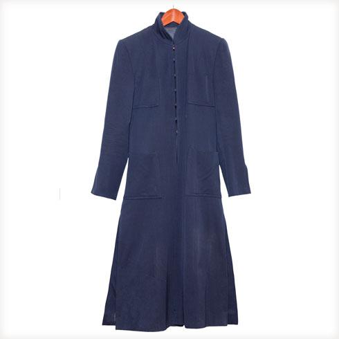"""שמלה, מארק ג'ייקובס. """"קיבלתי אותה במתנה בתצוגה הראשונה של מארק ג'ייקובס. לא נשארו לי הרבה 'פיסים' מתקופת הדוגמנות, למעט דגמים ספורים. זה אחד מהם""""  (צילום: ענבל מרמרי)"""