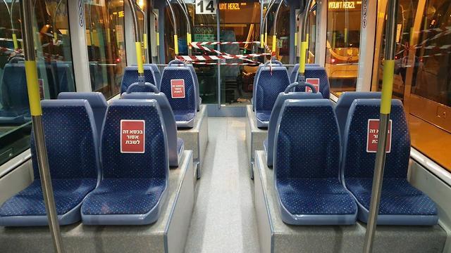 Иерусалимский трамвай: предупреждение для пассажиров. Фото: Connect